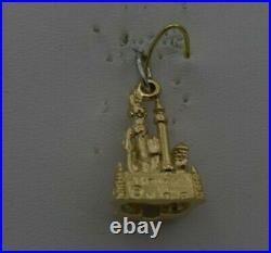 14k GOLD VINTAGE GOLD WALT DISNEY MAGIC KINGDOM CASTLE PENDANT CHARM ch543