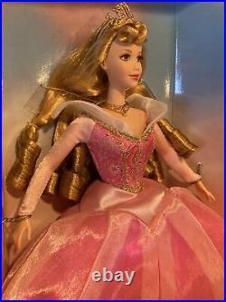 1998 Walt Disney Sleeping Beauty Aurora Collector Doll 40th Anniversary #21712