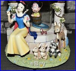 Seltene Vintage Disney Schneekugel Spieluhr Schneewittchen Zwerg Brunnen Figur