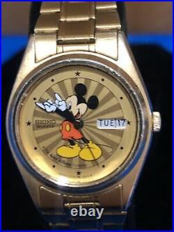 Vintage Walt Disney Mickey Mouse Seiko Quartz Watch Day & Date Gold Tone